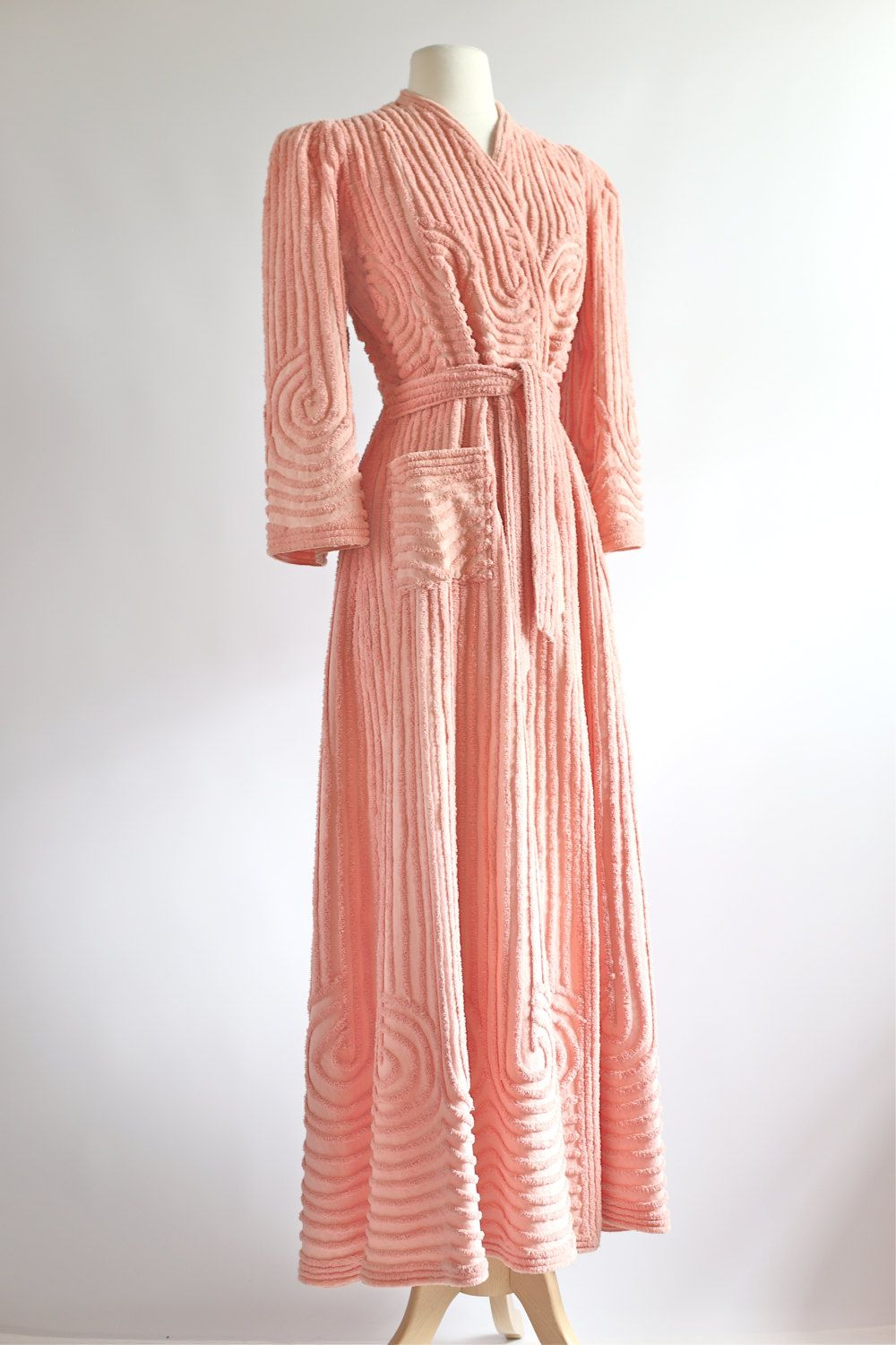 92c22616a0 Vintage 1930s Chenille Robe ~ 30s Rose Blush Chenille Bathrobe ~ Vintage  30s Art Deco Robe by xtabayvintage on Etsy