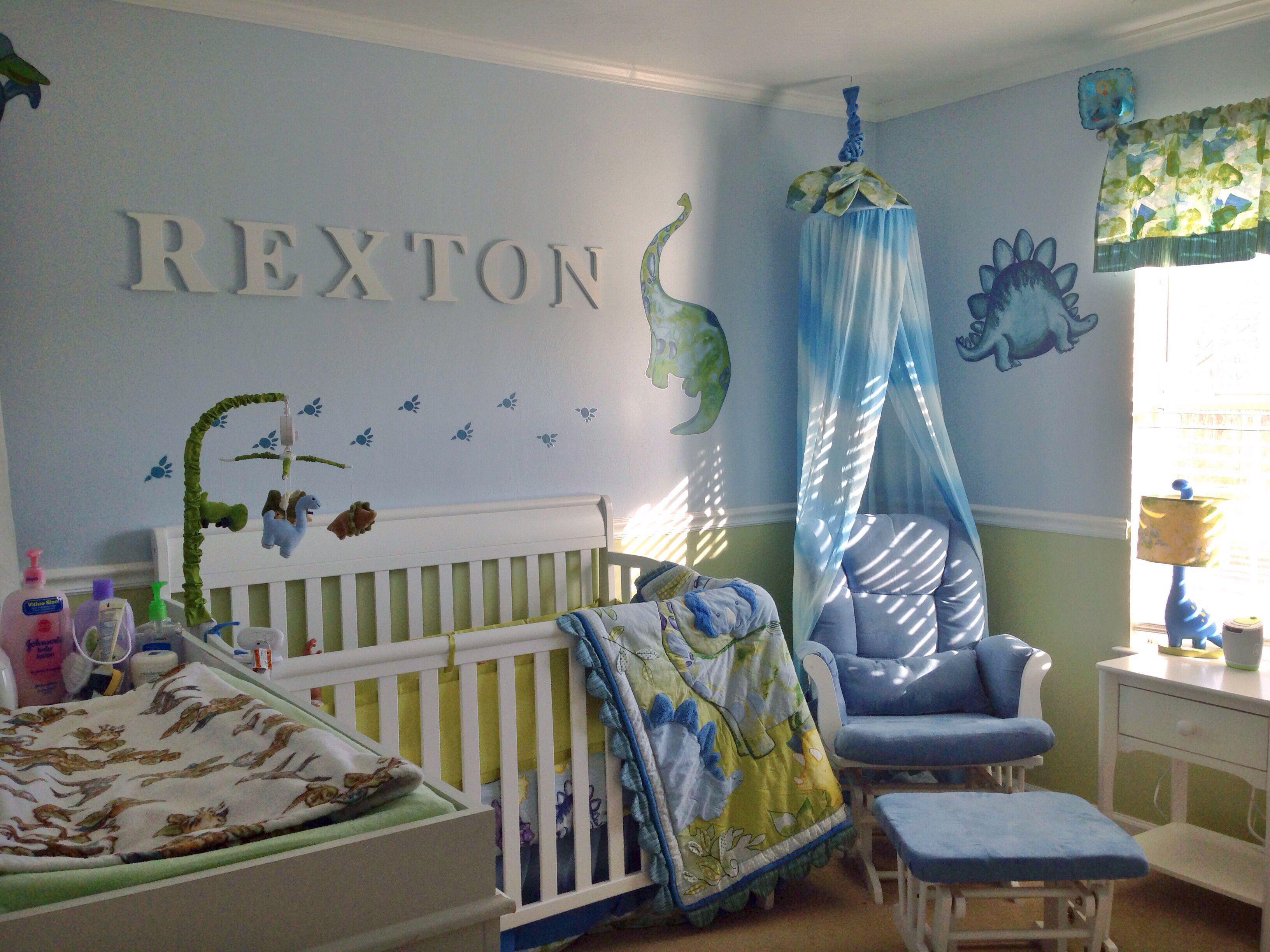 Rexton s nursery = Heidi Klum s Truly Scrumptious Dinosaur theme