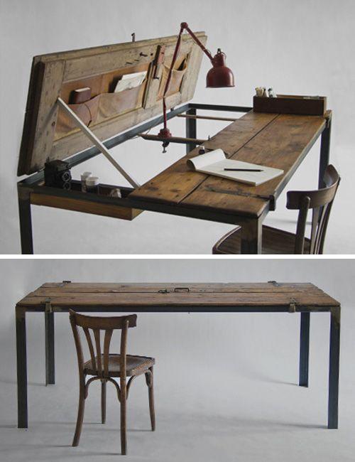 escritorio hecho con una puerta reciclada