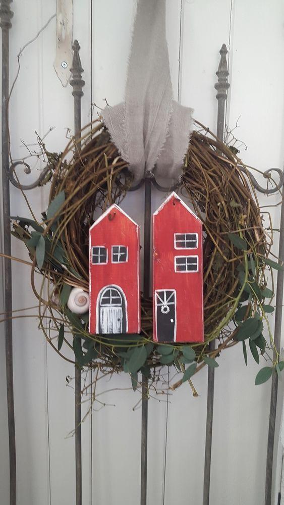 Kleines Schwedenhaus schöner türkranz kranz herbst kleines schwedenhaus landhaus holzhaus