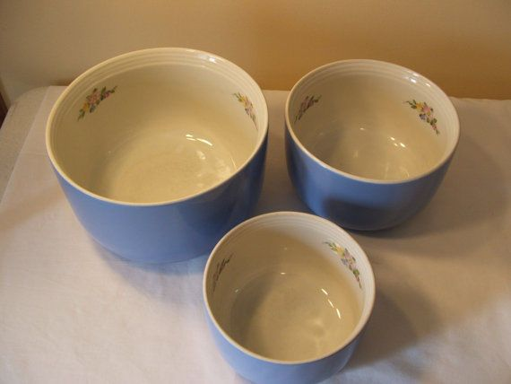 Hall S Superior Quality Kitchenware Set Of 3 Nesting Bowls Rose Parade No 1259 Hall Rose Parade Kitchenware Set Vintage Dishes