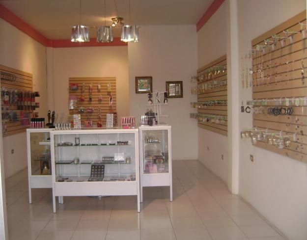 Fotos de traspaso tienda de cosmeticos y accesorios mi for Decoracion de accesorios