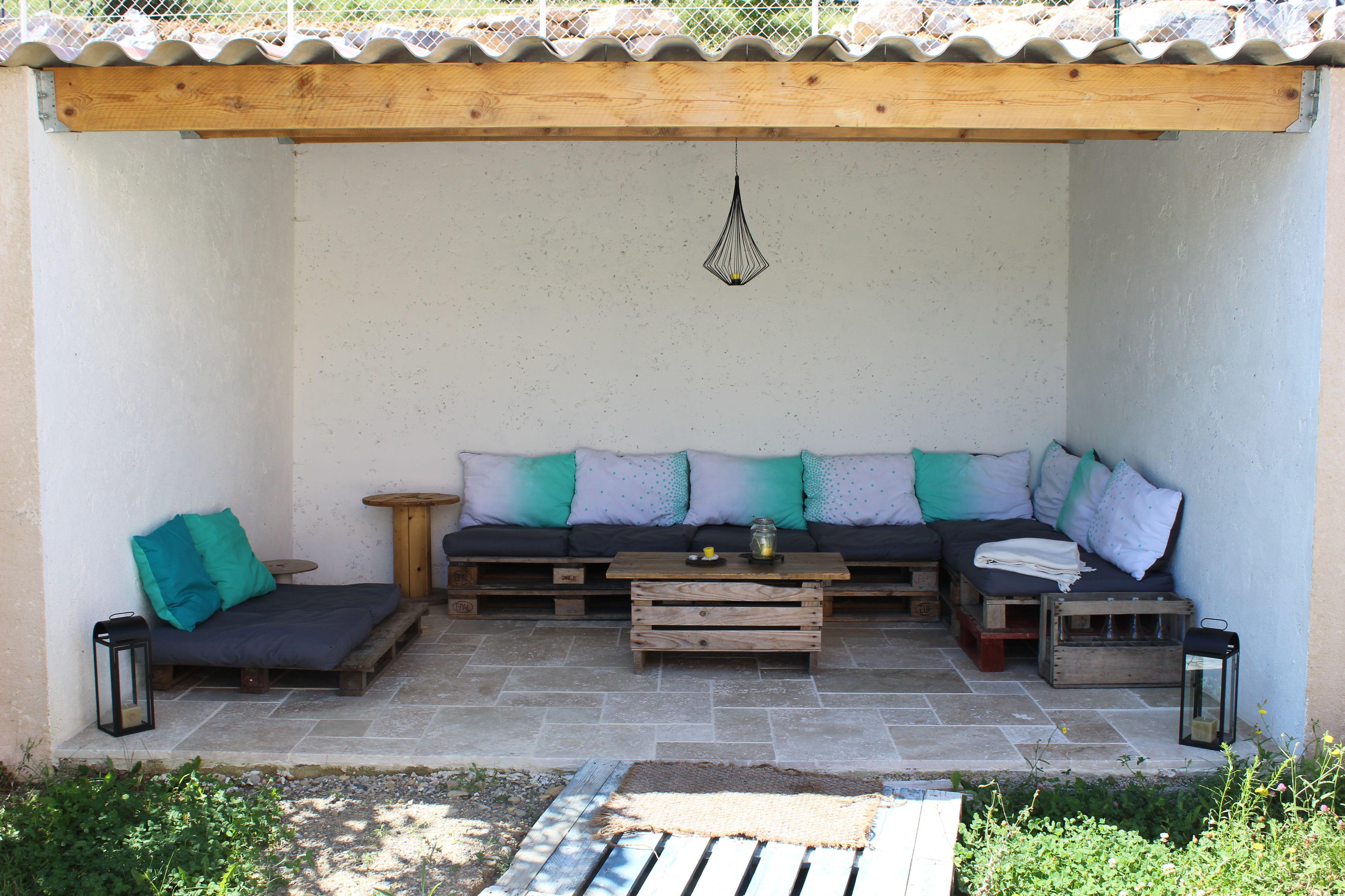 Dans un petit coin de jardin sous un ancien abris bois notre petit coin de d tente canap - Table de jardin chez jardiland aulnay sous bois ...
