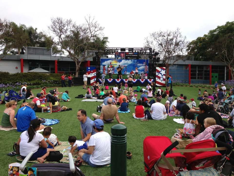 Thank you to our event sponsors EasyTurf for the makeover of the Miniland Lawn! Look at all these happy guests enjoying the show! Red, White & Boom at LEGOLAND California theme park July 4th