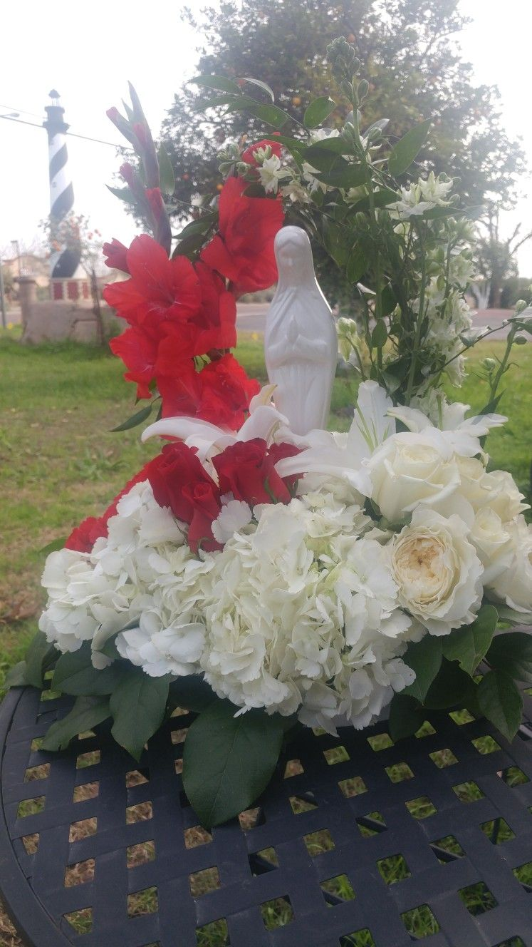 Blessed mary bouquet of red and white flowers for a catholic funeral blessed mary bouquet of red and white flowers for a catholic funeral service lighthouseflowershopmesa catholicfuneralflowers blessedmary izmirmasajfo