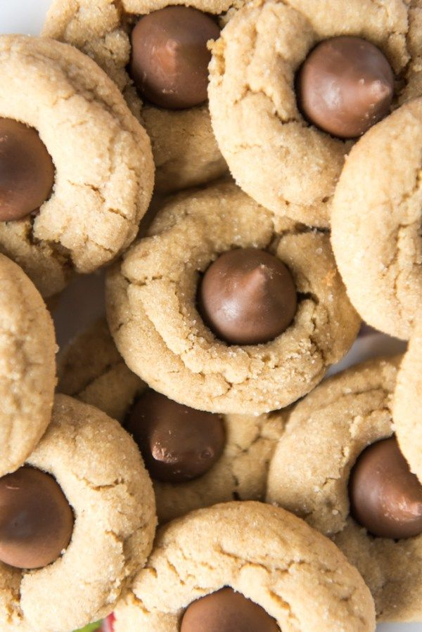 Perfect Peanut Butter Blossoms #peanutbutterblossomcookies