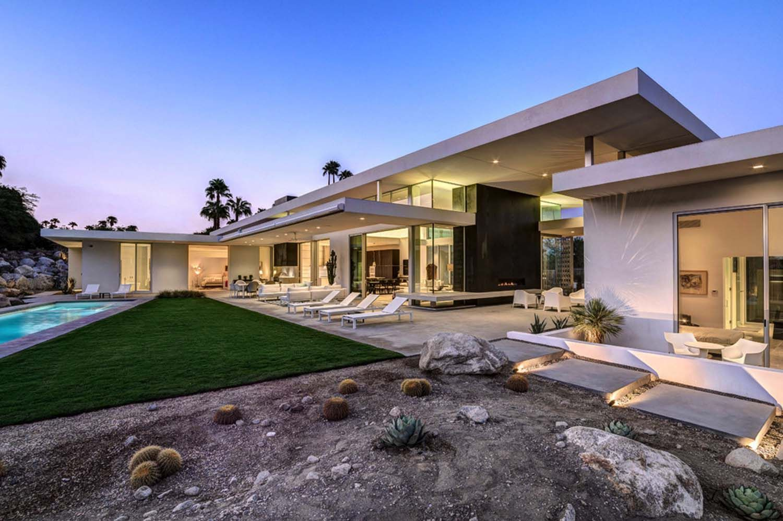 Visionary mid-century modern home piercing the Palm Springs desert