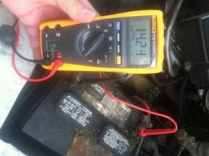 Here Are Some Warning Signs Of A Bad Alternator Alternator Car Battery Jump A Car Battery