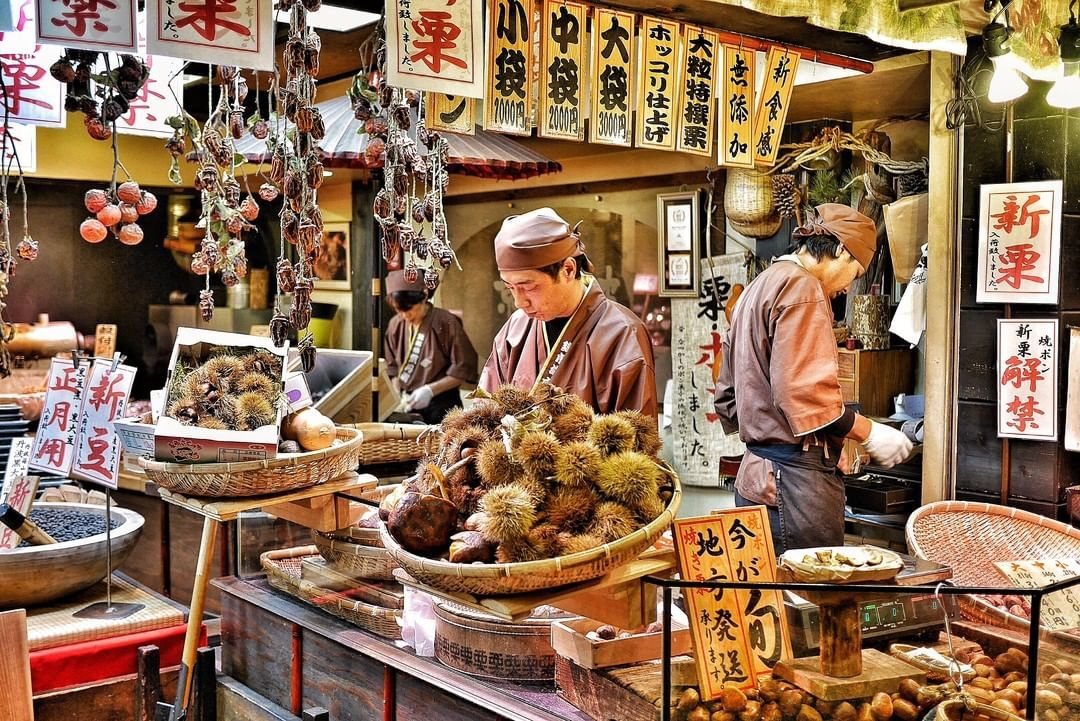 Visit Japan Started As An Open Air Fish Market Around 400 Years Ago Today Kyoto S Nishiki M With Images Visit Japan Japanese Fish Seafood Restaurant