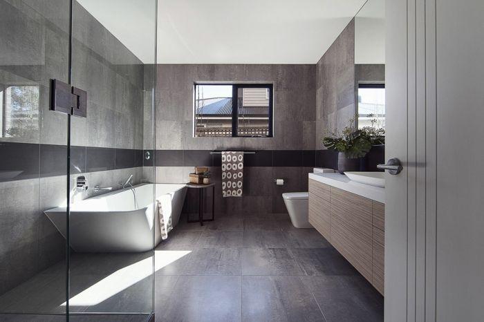 Elegant Badezimmer Modern Graue Fliesen Dusche Glas Badewanne Konsole