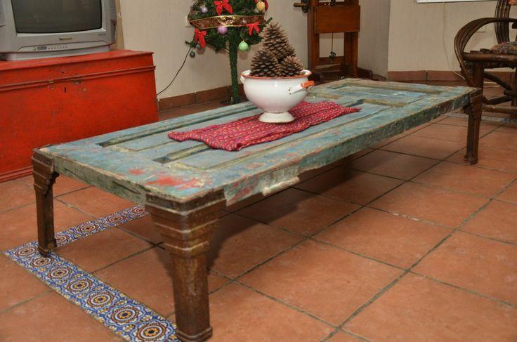 Mesa con puerta antigua buscar con google puertas for Restauracion de puertas antiguas