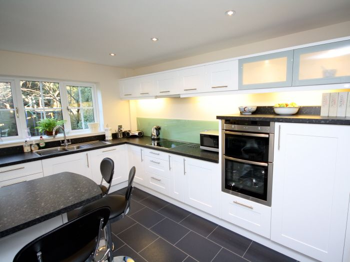 Mid-height worktop over built-in waist-height oven | For