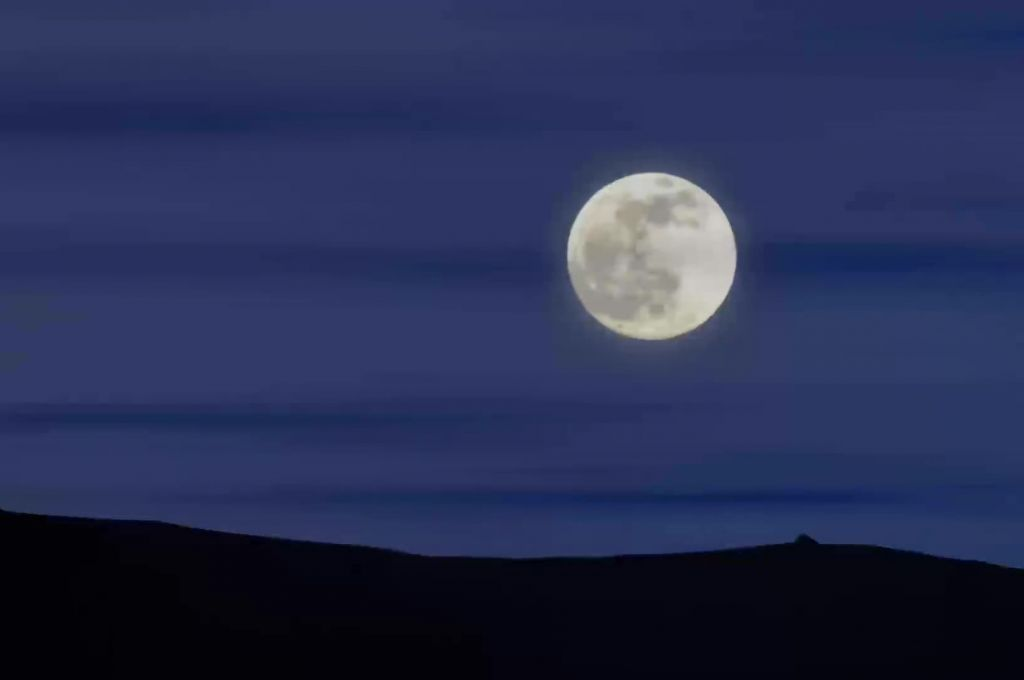 Free video clip moon rise time laps moon rise time