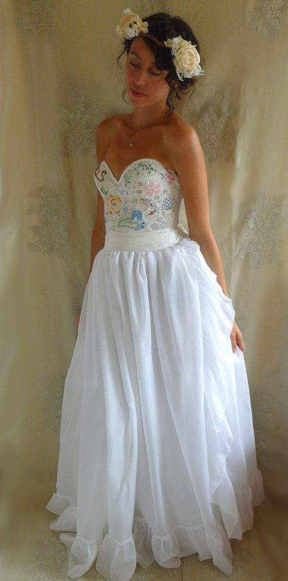 Meadow Bustier Wedding Gown... Size S/M... dress by jadadreaming ...