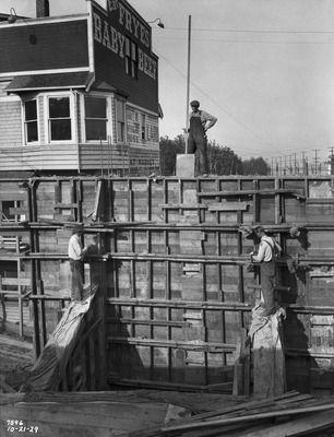 Men working on Harbor Avenue grade separation bulkheads, 1929