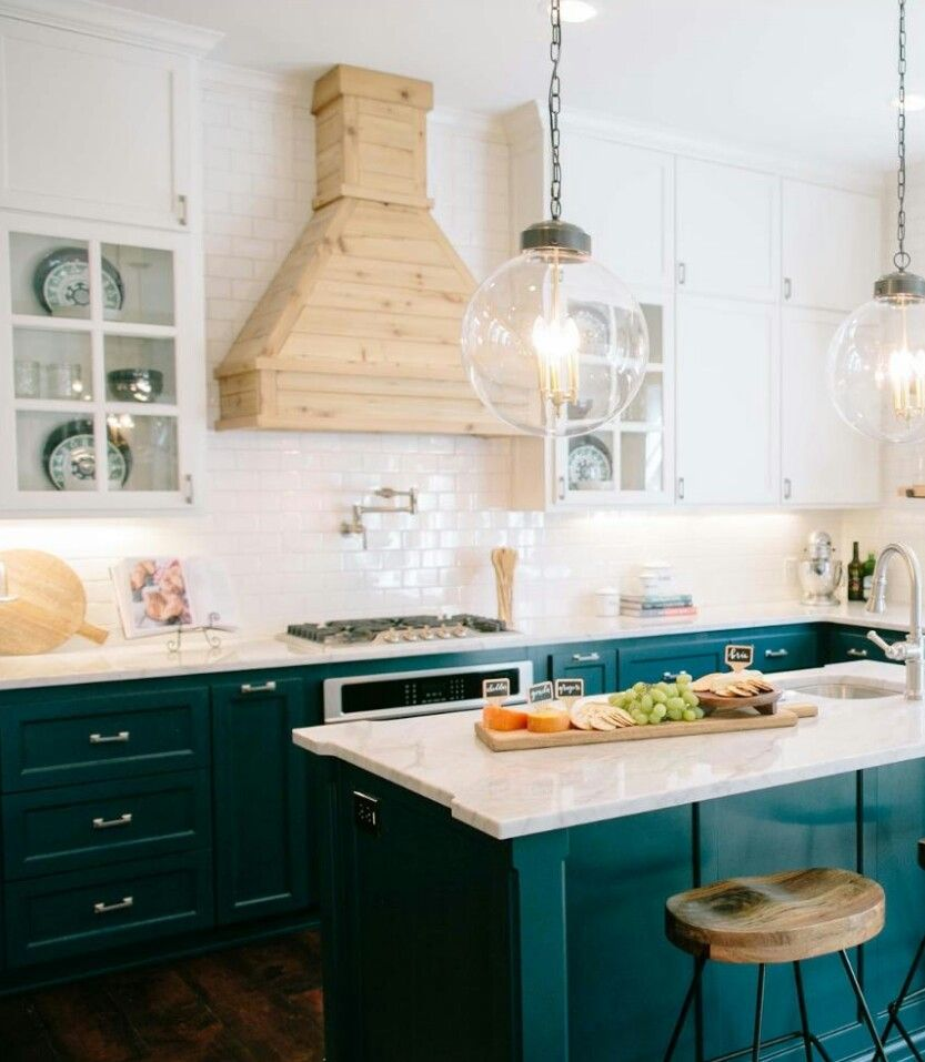 Fixer Upper Country Kitchen: Fixer Upper Season 3: The 3 Little Pigs House