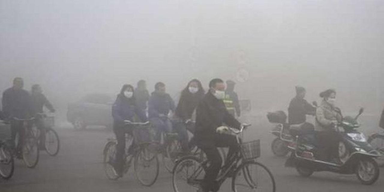 China. Mil reactores nucleares contra la contaminación  Para combatir la contaminación China debería incrementar su energía nuclear 67 veces, 30 veces en los reactores solares y 9 veces más en lo que respecta al sector eólico.