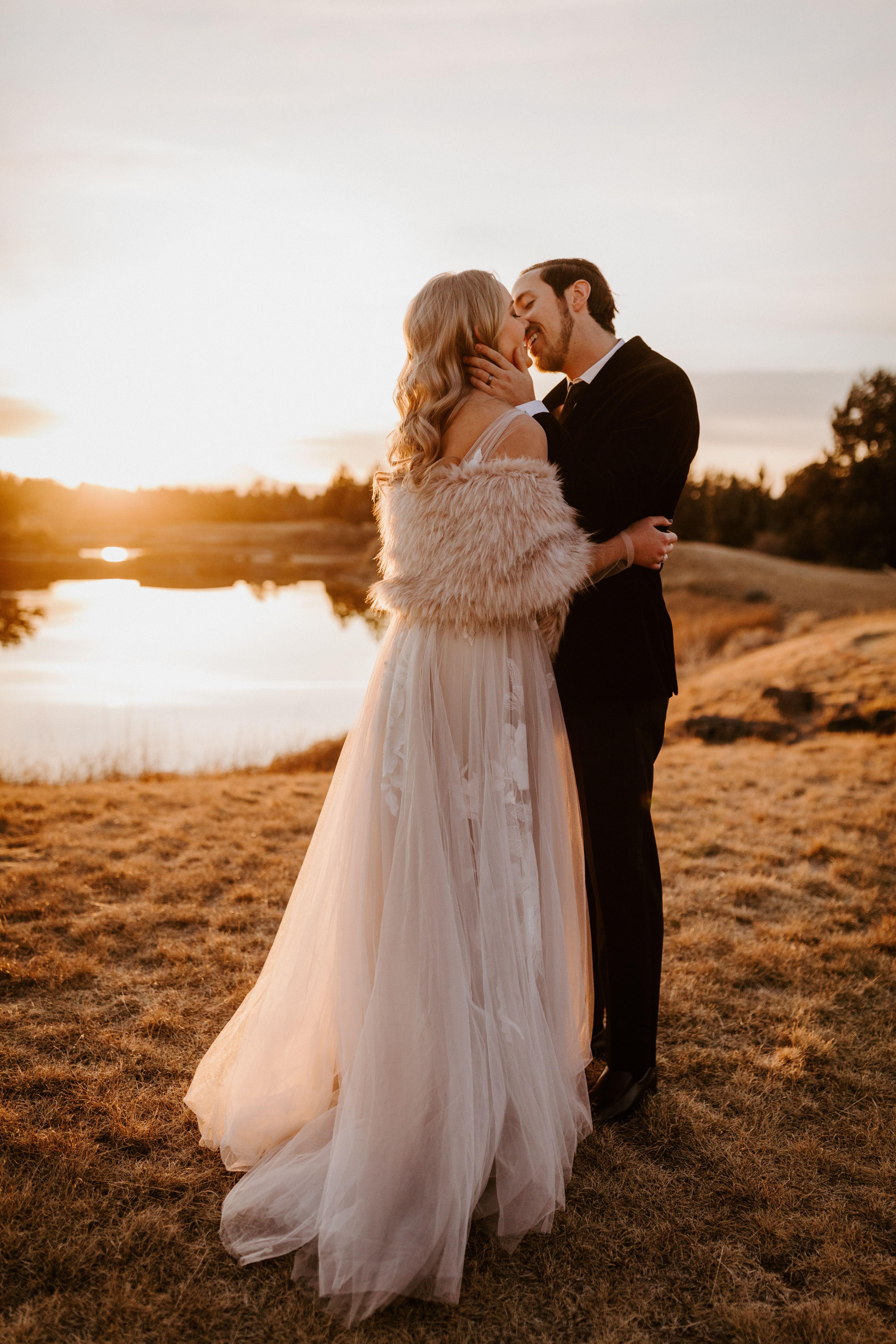 Winter Wedding At Pronghorn Resort In 2020 Winter Wedding Wedding Oregon Winter
