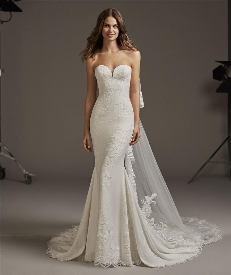 Form Fitting Wedding Gowns: Pin By Kerry Wetzelberger On Wedding Dresses In 2019