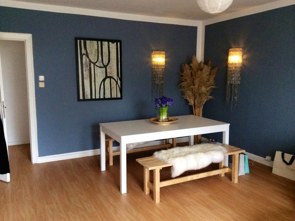 schöner essbereich in der küche mit holztisch und vintage-stühlen, Esszimmer dekoo
