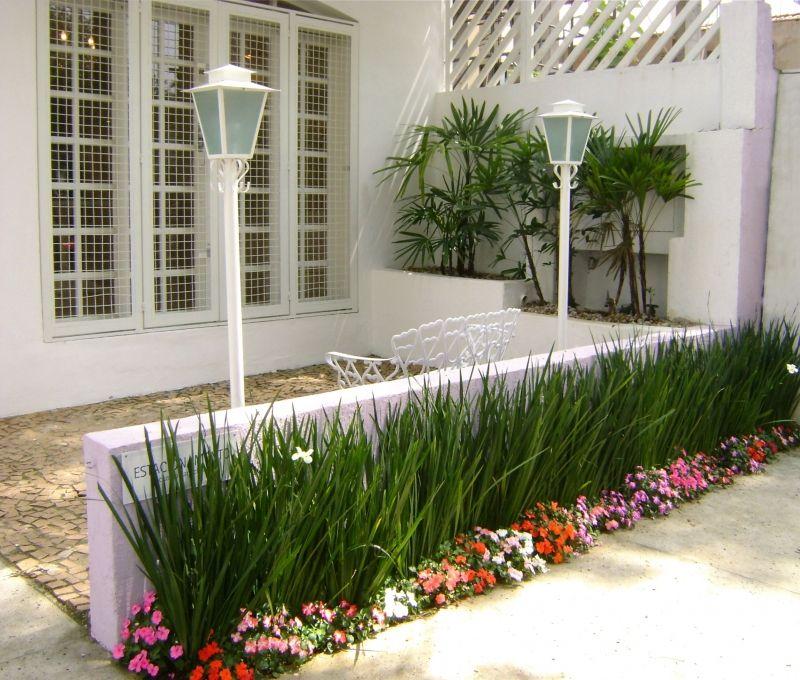 Fachada com jardim pesquisa google jardim pinterest for Paisagismo e jardinagem