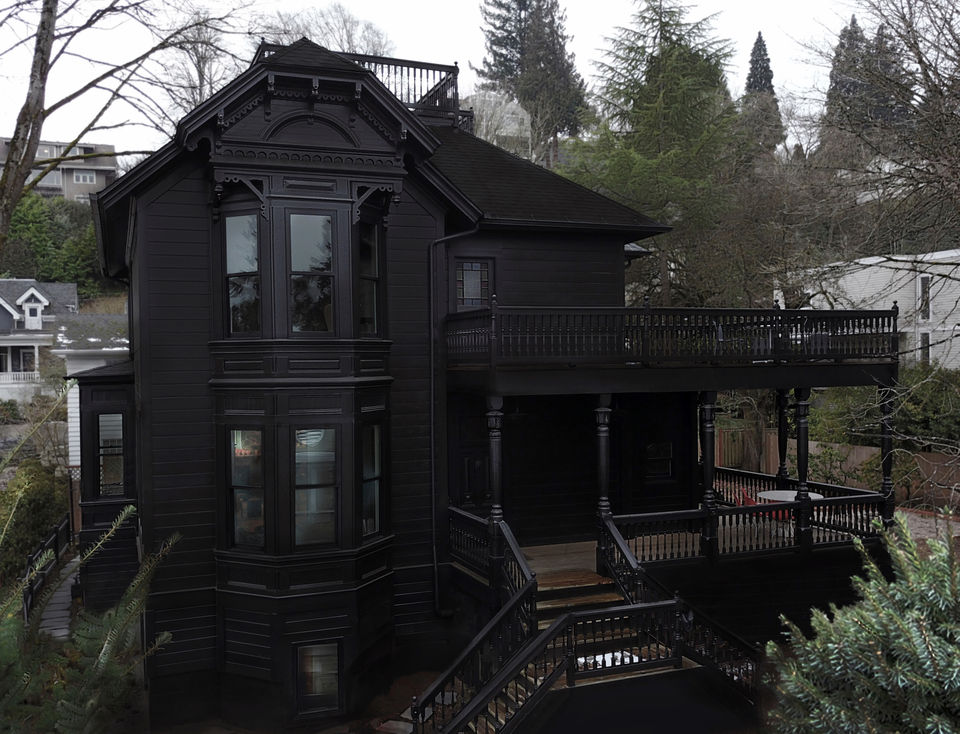 Scooby Doo Mansion On The Hill Designer Flips A Victorian House From Grandma Pink To Goth Black And It S In 2020 Black House Exterior Gothic House Victorian Homes