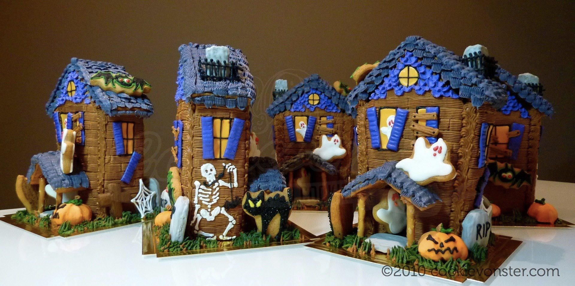 Cookievonster \u003c3 decorated cookies Holidays Halloween Creepy - halloween houses decorated