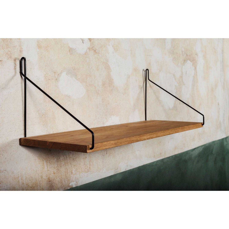 Shelf 60 hylly merkiltä Frama. Tyylikäs ja yksinkertainen hylly, jossa kiinnikkeet luovat ...