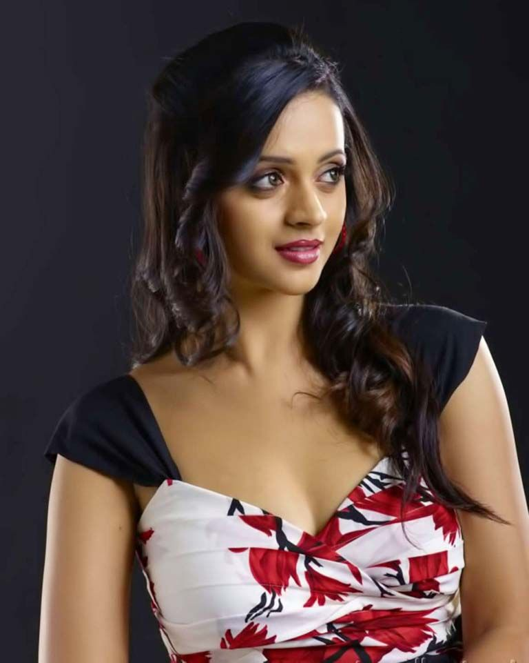 Bhavana Hot Photos And Images In South Indian Actress Gallery She Acts Mainly In Telugu Tamil And Kannada Movies Bhavana Latest Navel Pics