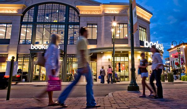Located in Beavercreek, Ohio - The Greene is an outdoor shopping center with numerous stores and restaurants, a movie theatre, comedy club, office space and planned, year-round activities.