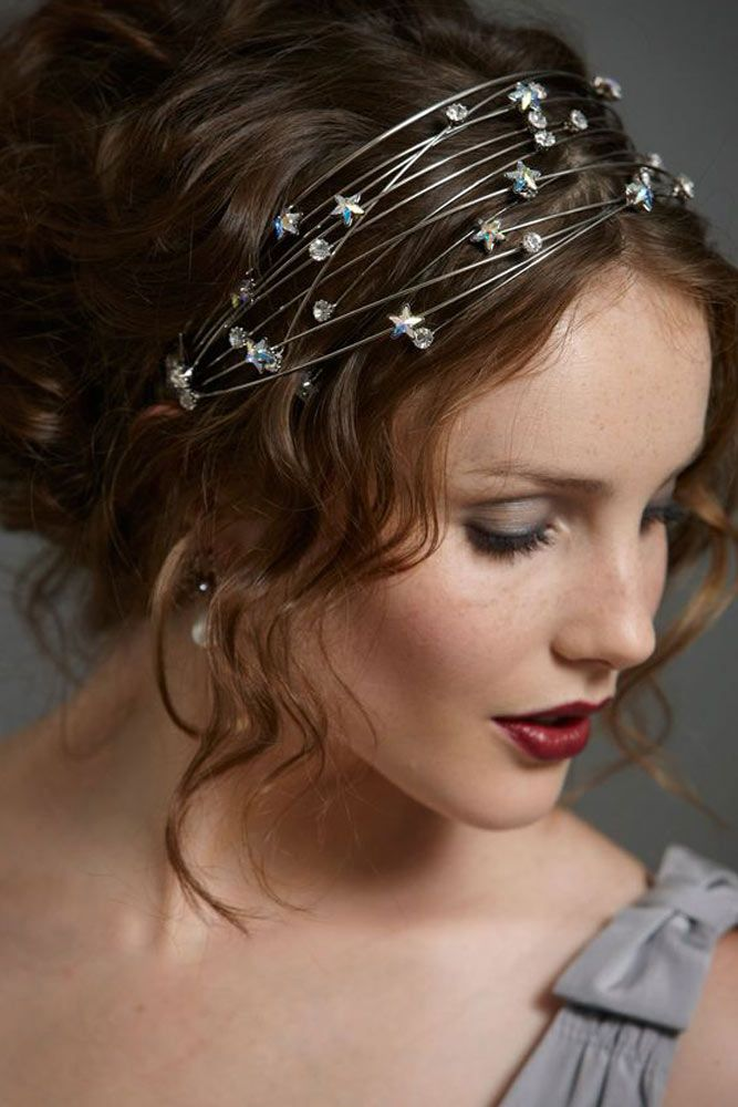 9 Holiday Hair Styles with Star Accessories