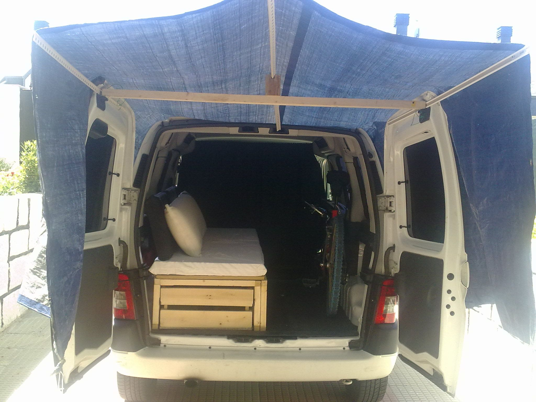 peugeot partner 2 0 hdi la furgovictim camper pinterest fourgon fourgon am nag et. Black Bedroom Furniture Sets. Home Design Ideas