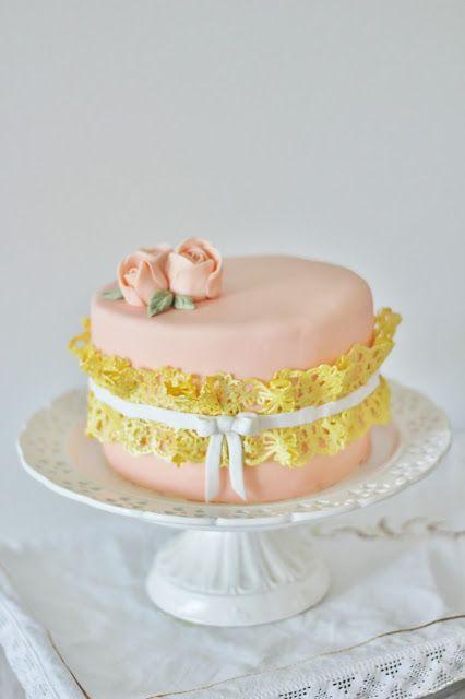 KakkuKatri: Persikkainen juhlakakku