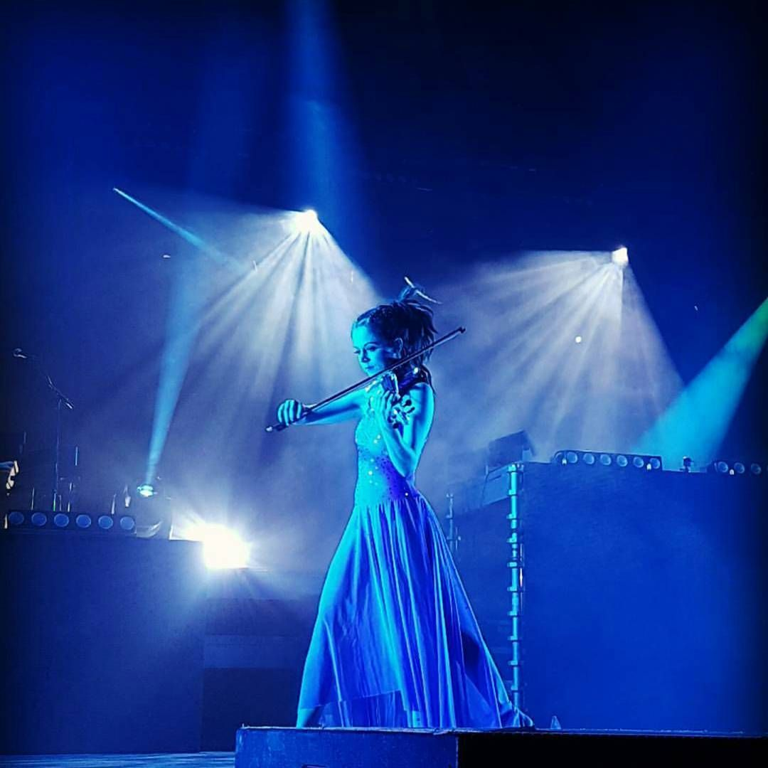 "(@stirling_fans_united) på Instagram: ""Beautiful photo by @callum_christou 😍 #stirlingites #lindseystirling #braveenough #shatterme…"""