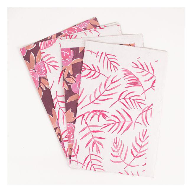 4 feuilles de papier cadeau fleurs roses