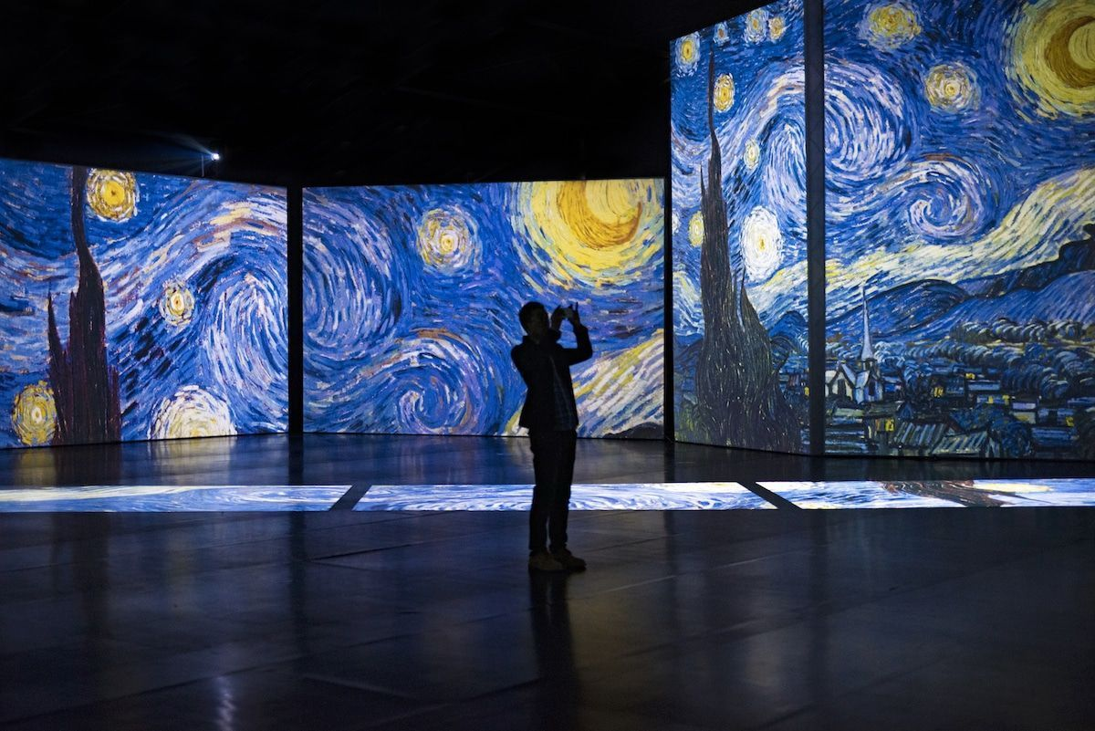 Immersive Outdoor Exhibition Projects Van Gogh S Paintings Onto Giant Shipping Containers Van Gogh Van Gogh Paintings Vincent Van Gogh Art