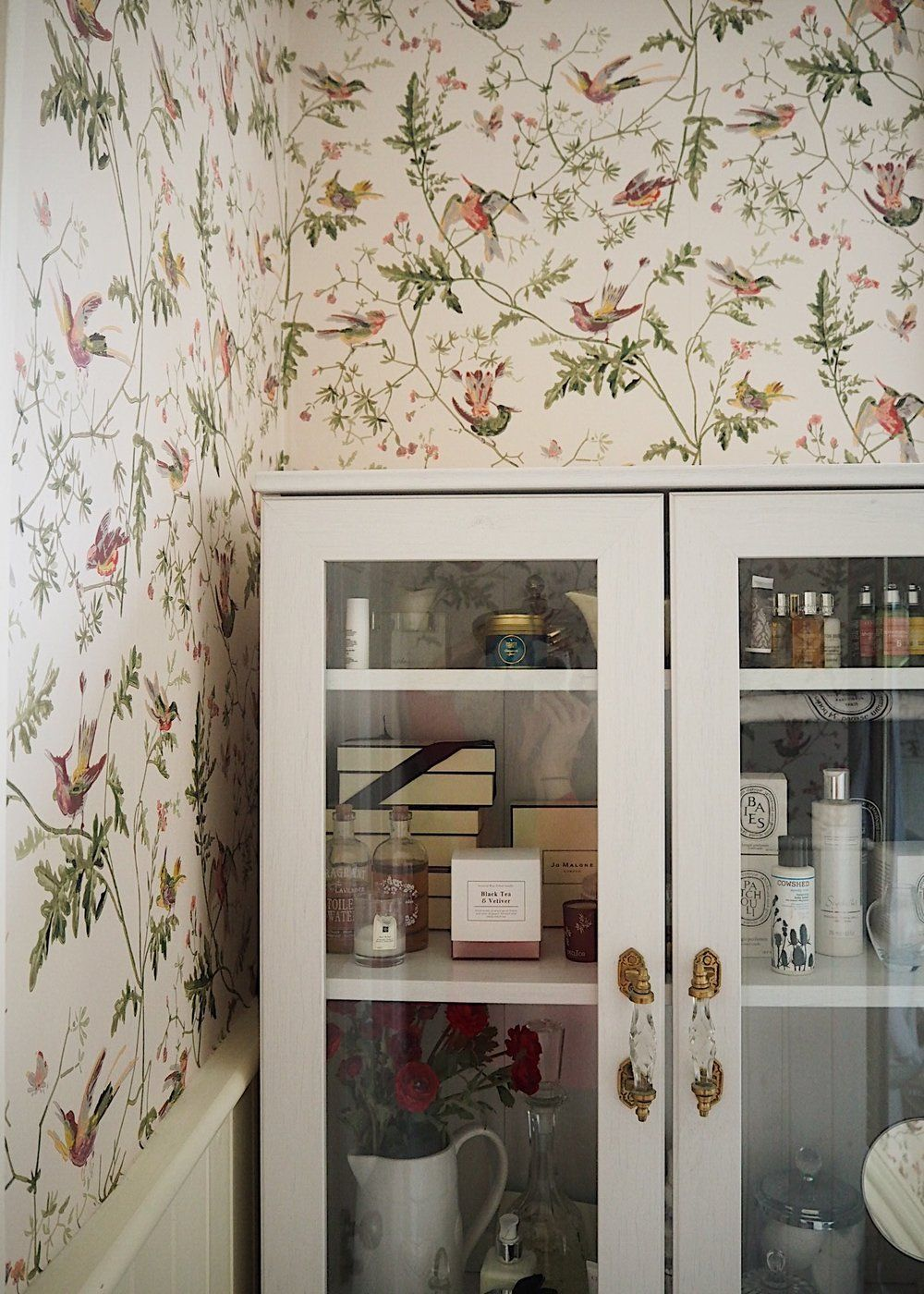 cole and son hummingbirds wallpaper in the bathroom on the bathroom rh pinterest co uk