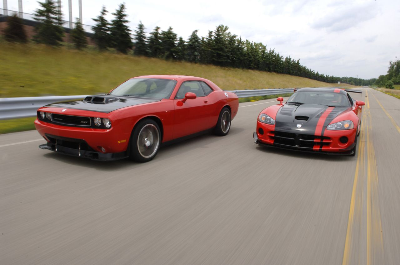 2009 dodge challaenger srt10 8 4l vs dodge viper 8 4l v10 i can