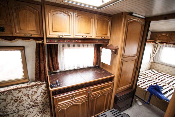 wohnwagen renovieren im juli haben wir einen 30 jahre wohnwagen gekauft der so aussah wie man. Black Bedroom Furniture Sets. Home Design Ideas