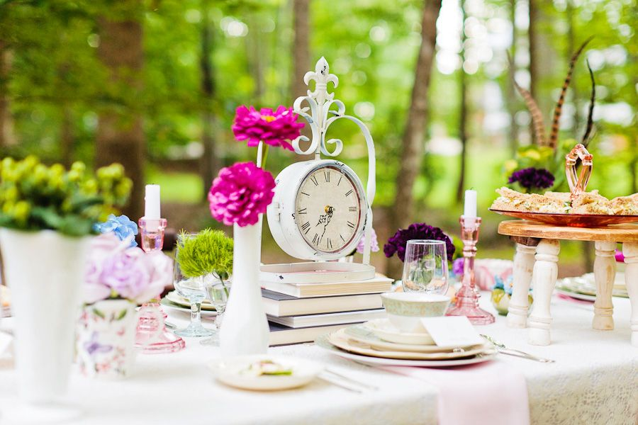alice in wonderland tea party wedding inspiration tablescape with clock 550x366 inspiration wonderland tea party