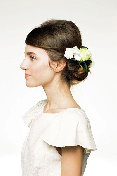 生花を飾った イノセントな妖精風ヘア ウェディング ヘアスタイル