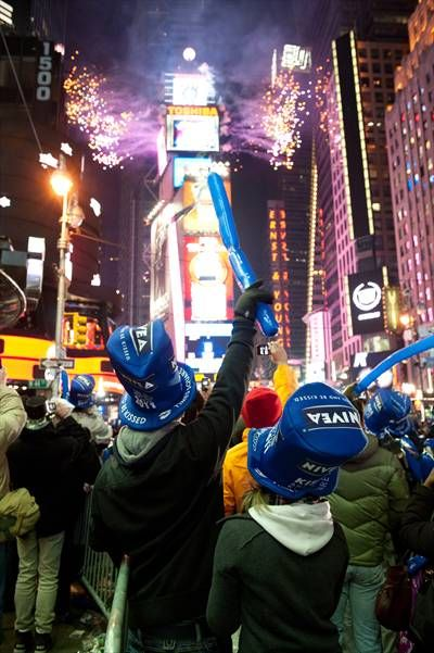 Watch The Ball Drop In Times Square On New Year S Eve And Get A
