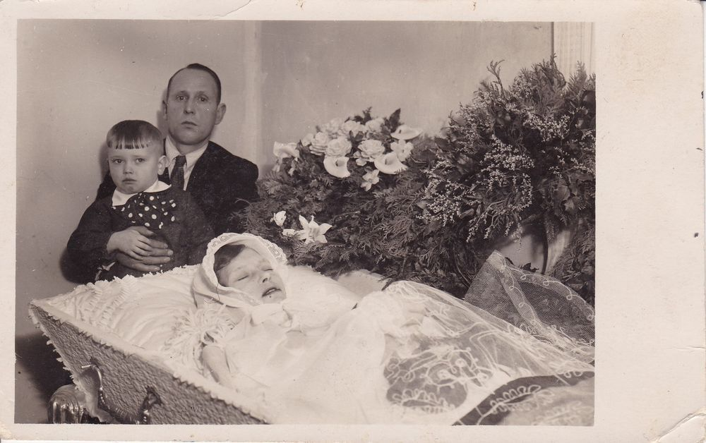 Touching Antique Post-Mortem Photo, Young Lady In Coffin