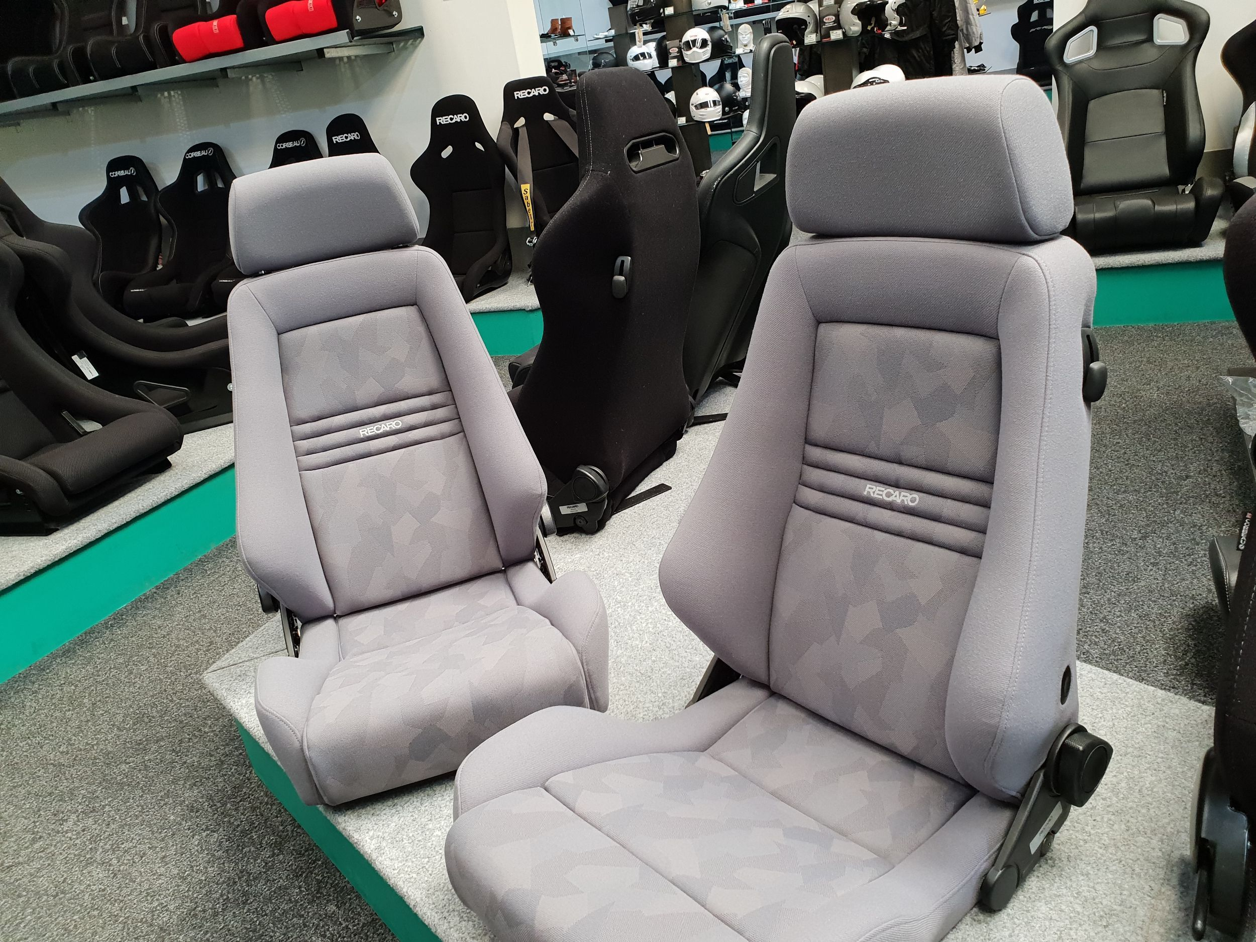 The Recaro Expert L Is An Instantly Recognisable Seat We Ve Seen This As A Standard Option In A Range Of Cars Over The Years And Has Remai Fornituras Artistas
