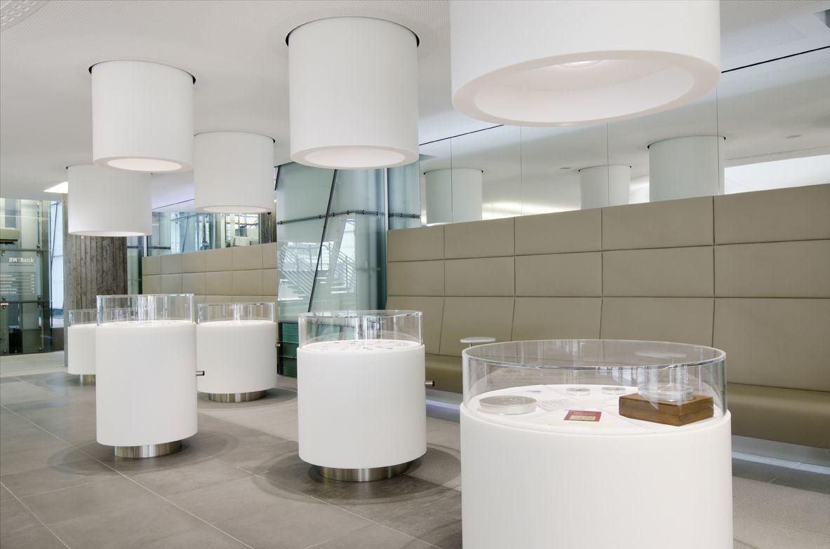 Inneneinrichtung Bank Aus Hi Macs Mineralwerkstoff Window Display Retail Design Elements Interior