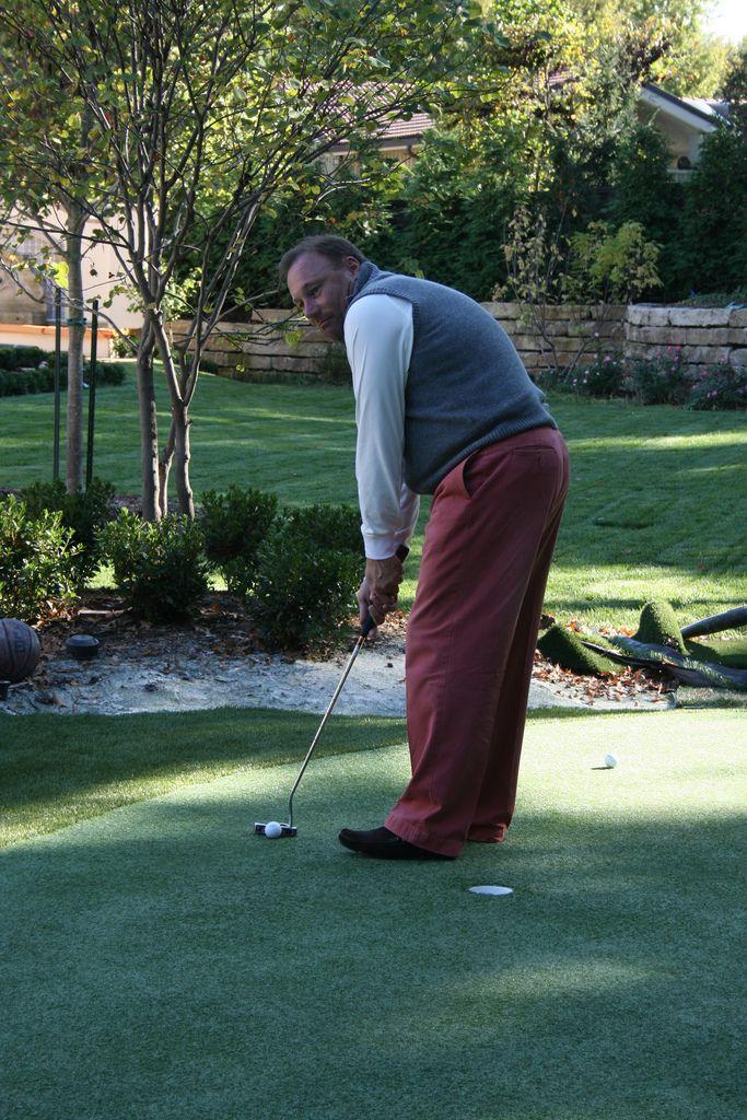 Make a Putting Green | Backyard putting green, Golf ...