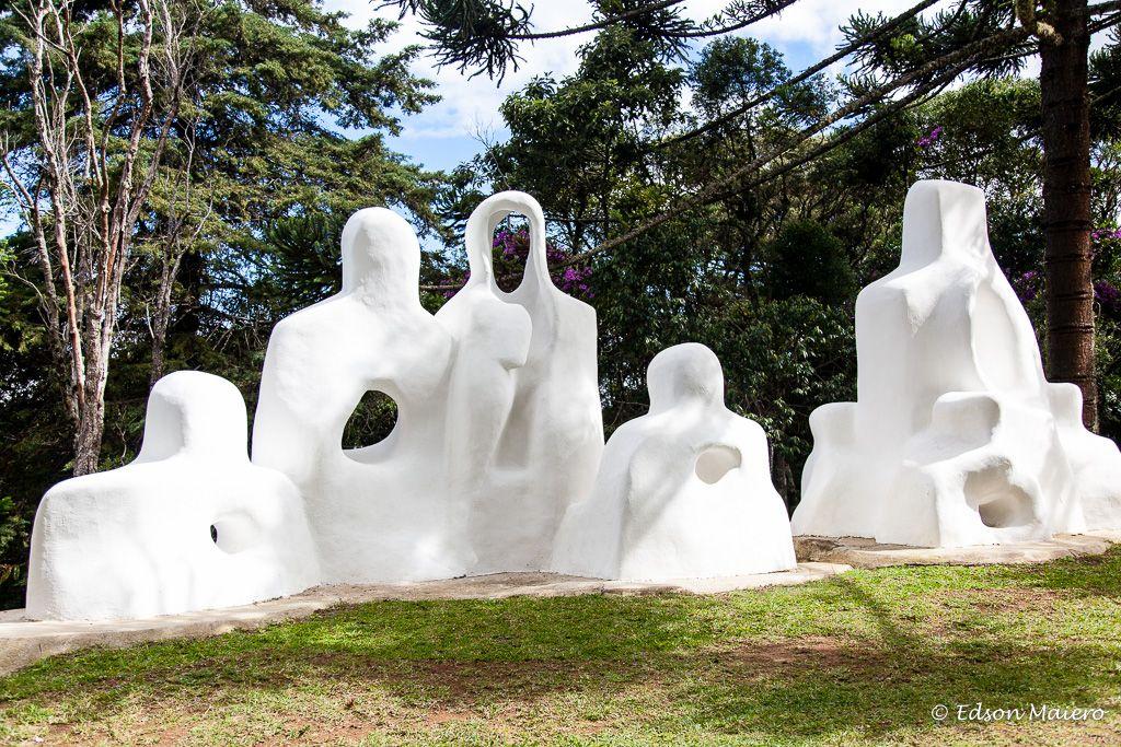 """Museu Felícia Leirner: """"família"""", em concreto branco"""