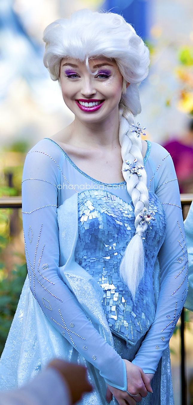 Disneyland Elsa From Frozen At Meet And Greet At Fantasy Faire