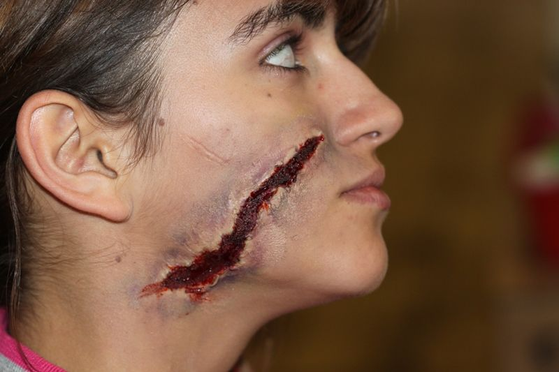 fake wounds are so easy to make and so cool - Halloween Fake Wounds