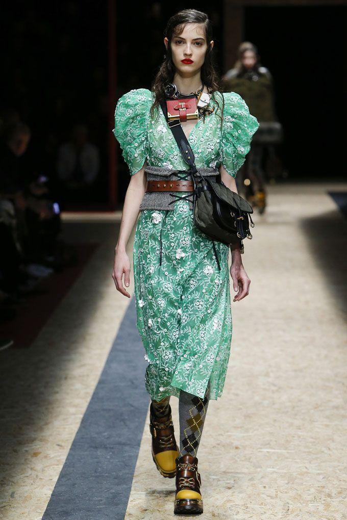 Неделя моды в Милане  Prada осень зима 2016 17 (Интернет-журнал ... 19c8a2ed225